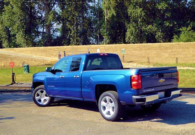 2015 Chevrolet Silverado rear q