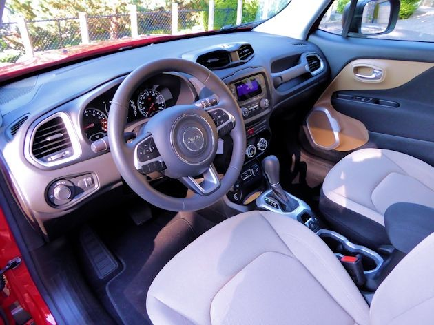 2015 Jeep Renegade interior 2