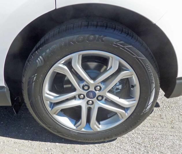 Ford-Edge-Titanium-Whl
