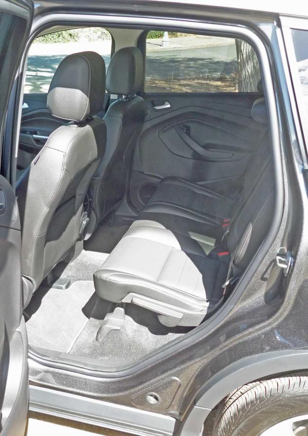 Ford-Escape-Titanium-RInt