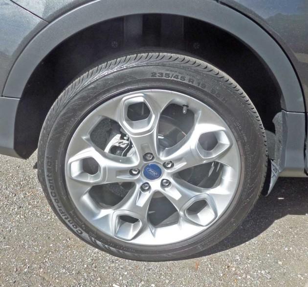 Ford-Escape-Titanium-Whl