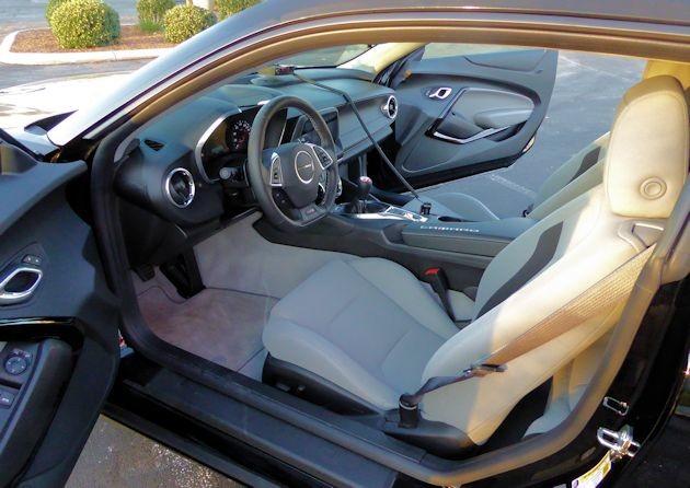 2016 Chevrolet Camaro interior 2