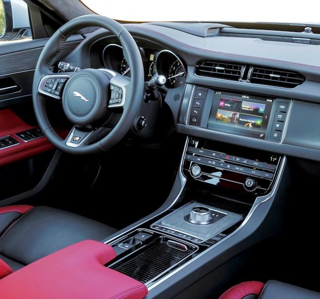 2016 Jaguar XF dash 2