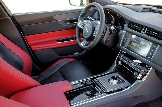 2016 Jaguar XF interior 2