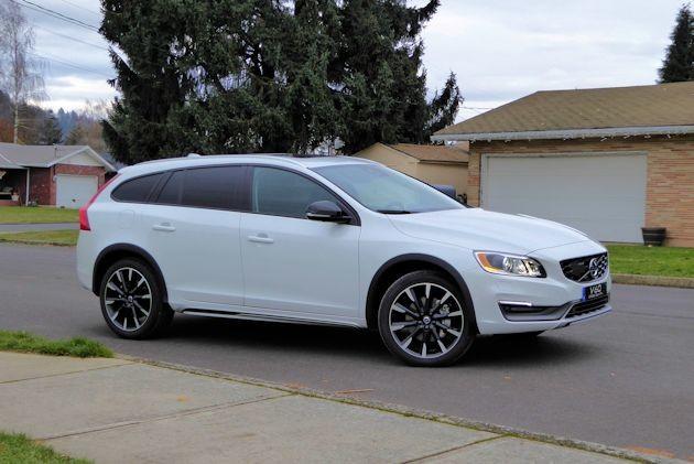 2016 Volvo V60 front q