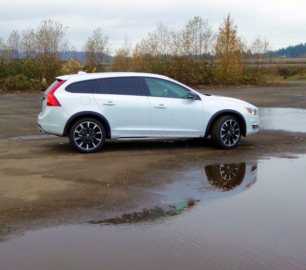2016 Volvo V60 side