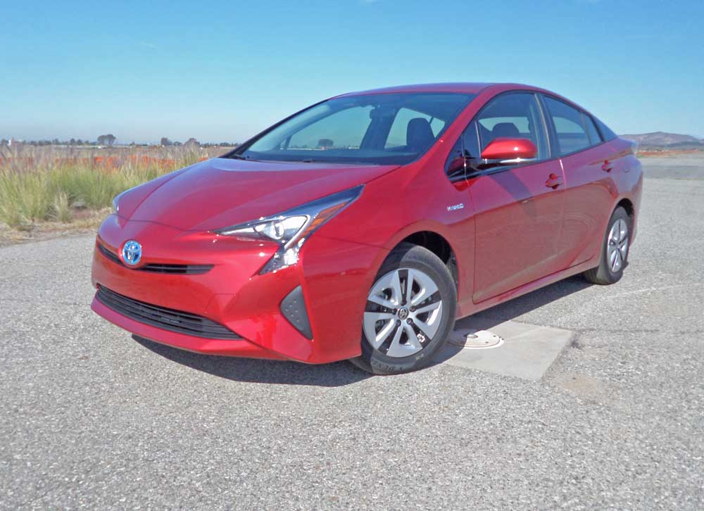 2016 toyota prius hybrid test drive our auto expert. Black Bedroom Furniture Sets. Home Design Ideas