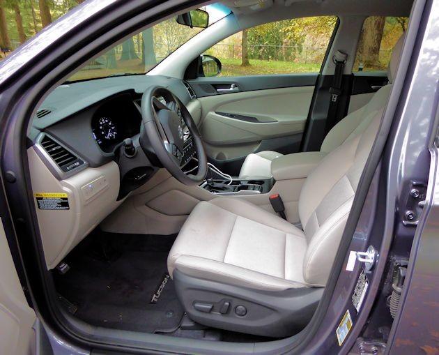 2016 Hyundai Tucson Sport front seats