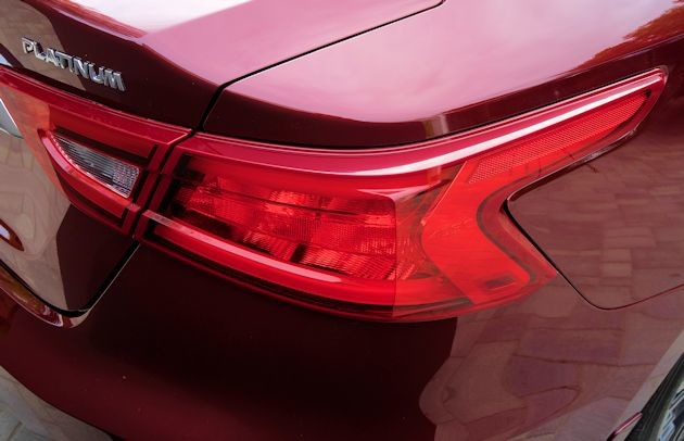 2016 Nissan Maxima taillight