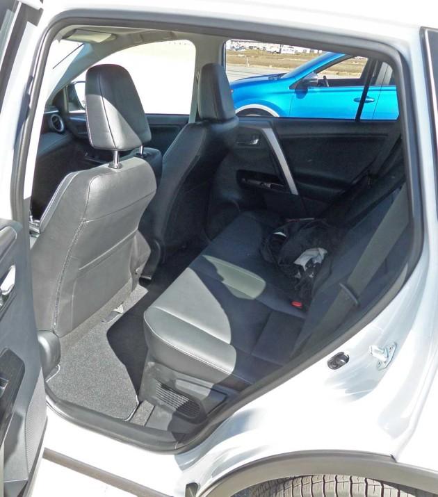 Toyota-RAV4-Hybrid-RInt