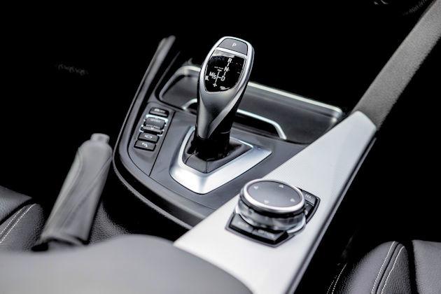 2016 BMW 340i console