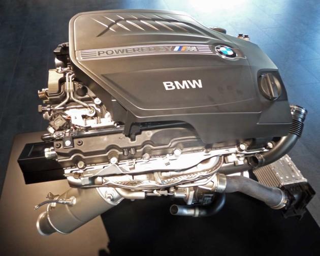 BMW-M2-Eng-dis