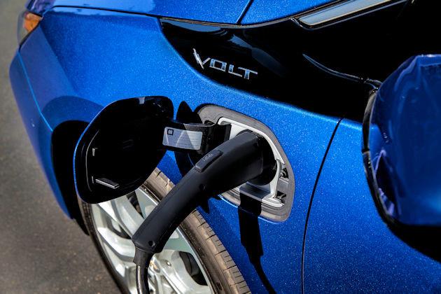 2016 Chevrolet Volt plug