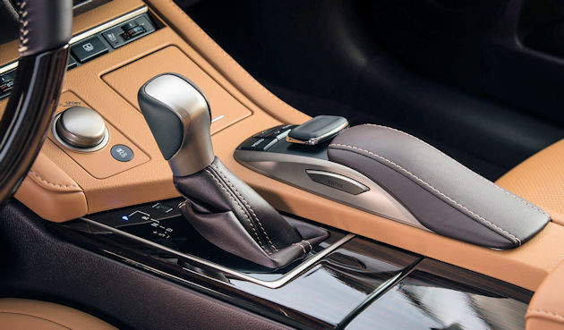 2016 Lexus ES 350 console