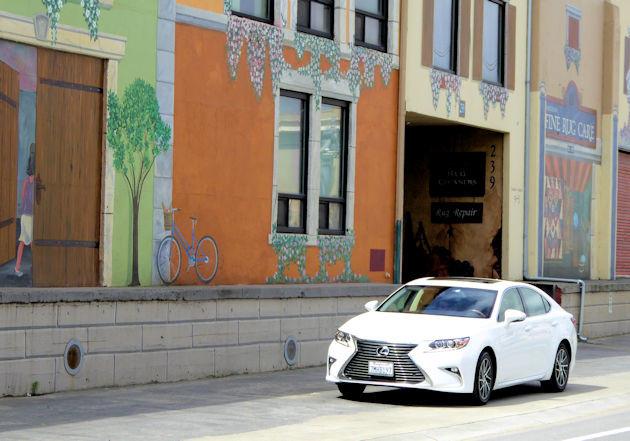 2016 Lexus ES 350 front 2