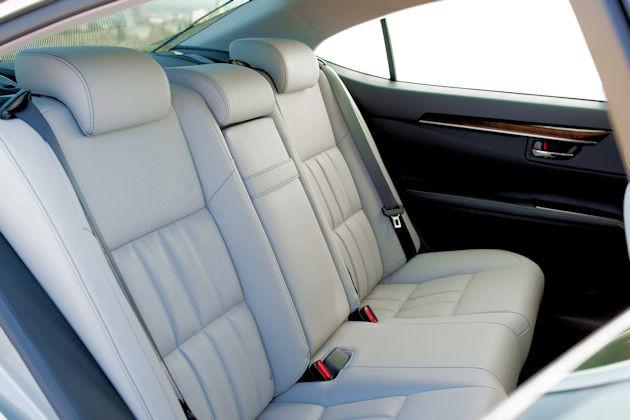 2016 Lexus ES 350 rear seat
