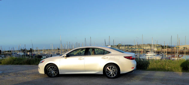 2016 Lexus ES 350 side 2