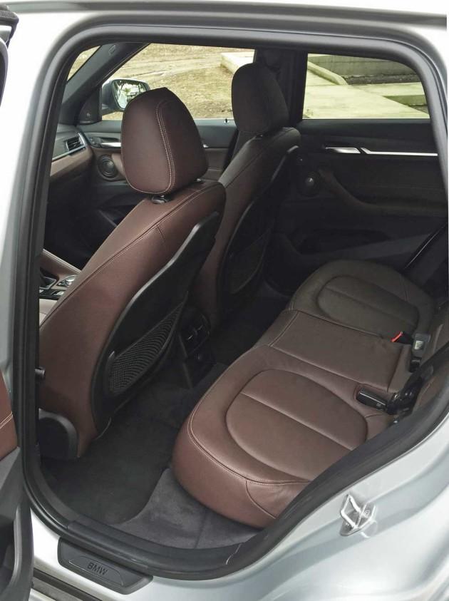 BMW-X1-28i-RInt