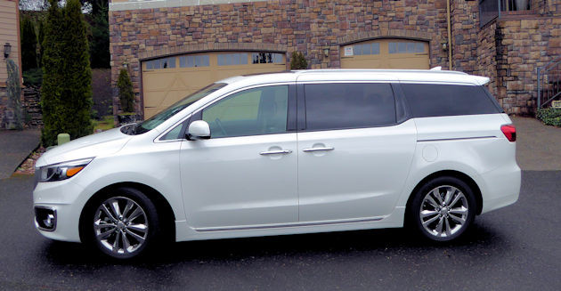 2016 Kia Sedona side