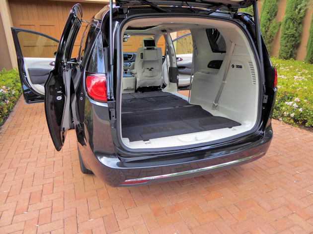 2017 Chrysler Pacifica seats stowed