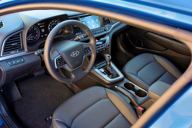 2017 Hyundai Elanta interior 2