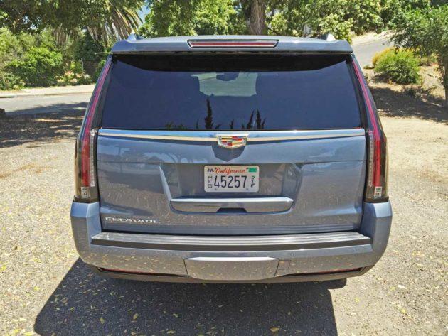 Cadillac-Escalade-Plat-Tail
