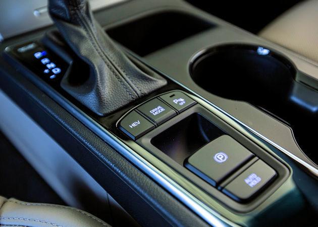 2016 Hyundai Sonata Plug-in center console
