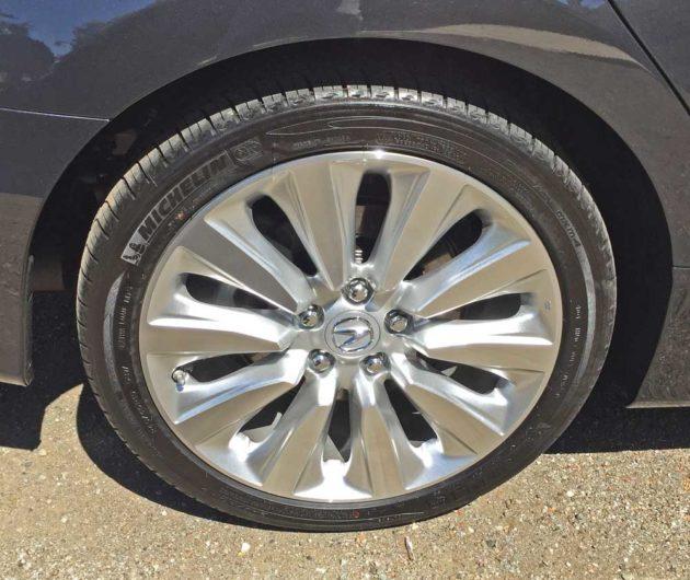 Acura-RLX-Sport-Hybrid-Whl
