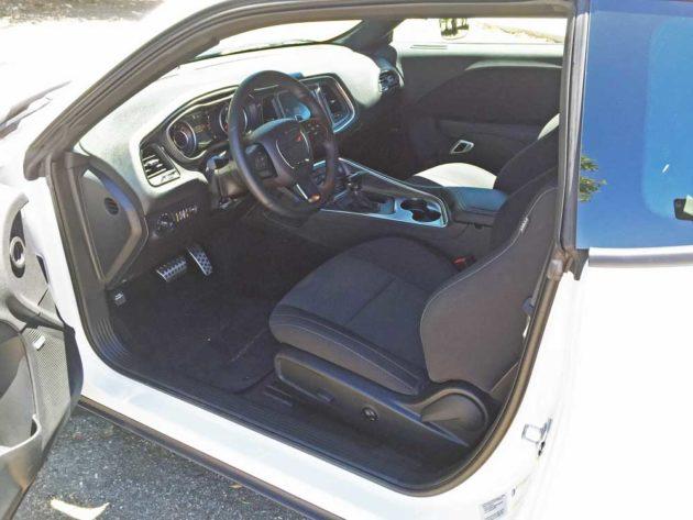 Dodge-Challenger-Scat-Pack-Int