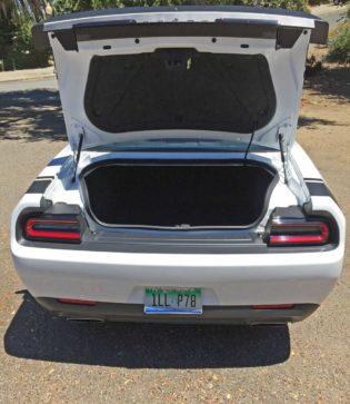 Dodge-Challenger-Scat-Pack-Trnk