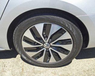 VW-Jetta-Hybrid-Whl