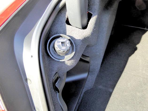 2016 Jaguar XE DEF input