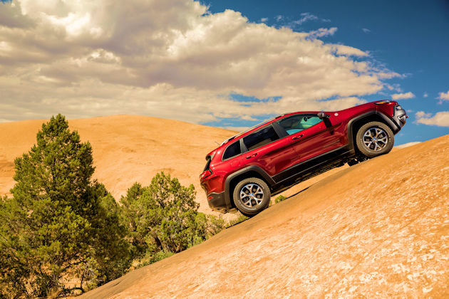 2016-jeep-cherokee-hill