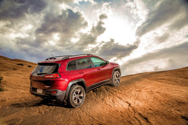 2016-jeep-cherokee-rear-q2-rock
