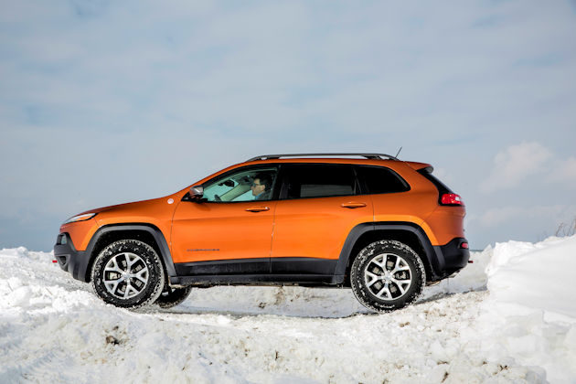 2016-jeep-cherokee-side