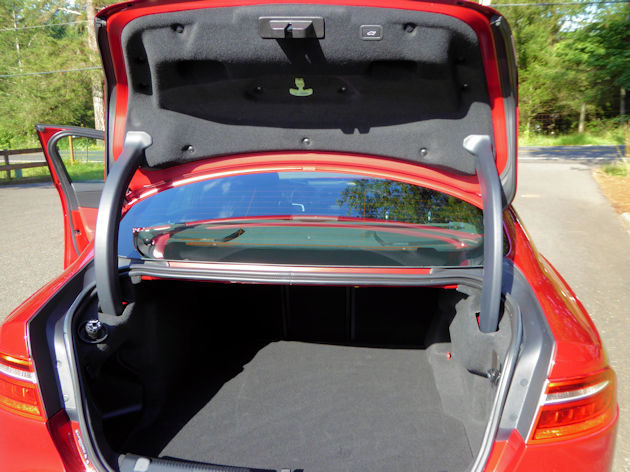 2017 Jaguar XE cargo
