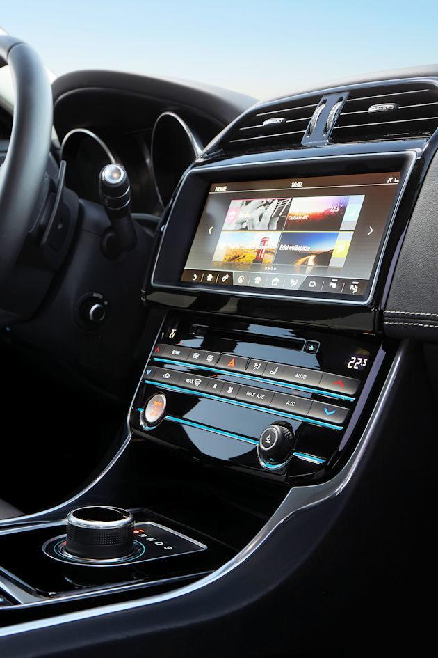 2017 Jaguar XE center stact