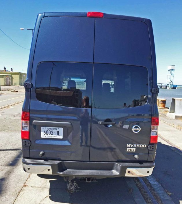 Nissan-NV-3500-SL-V8-Tail