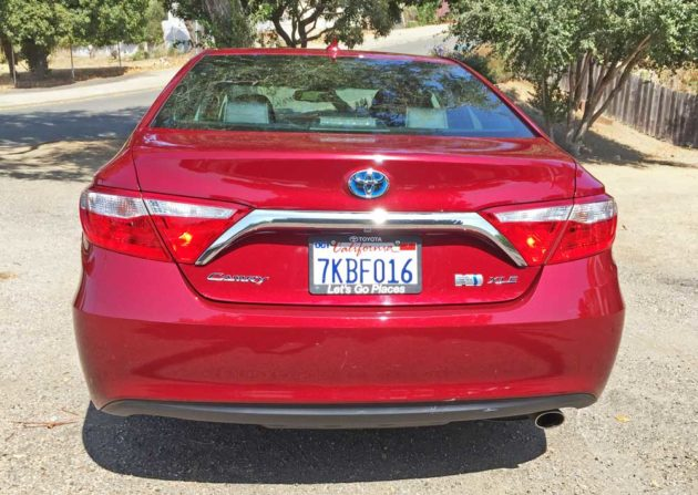 toyota-camry-xle-hybrid-tail