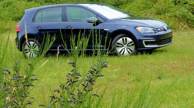 2016 Volkswagen e-Golf Test Drive