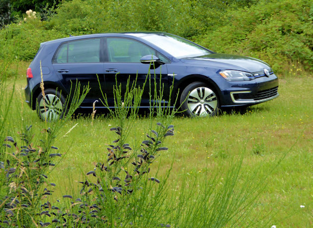 2016 Volkswagen e-Golf Test Drive