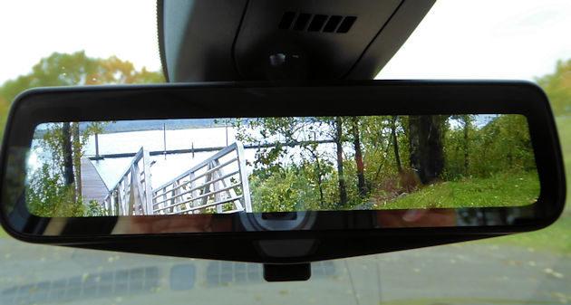 2017-cadillac-xt5-digital-rear-mirror