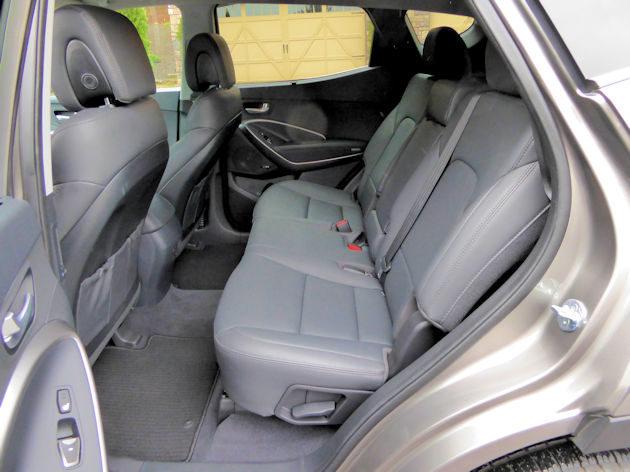 2017-hyundai-santa-fe-sport-rear-seat