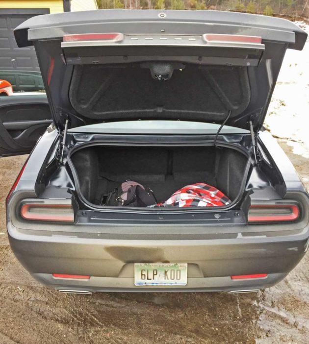 Dodge-Challenger-GT-AWD-Trnk
