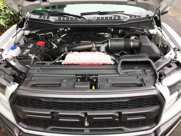 Ford-F-150-Raptor-Eng
