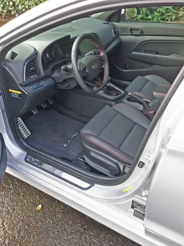 Hyundai-Elantra-Sport-Int