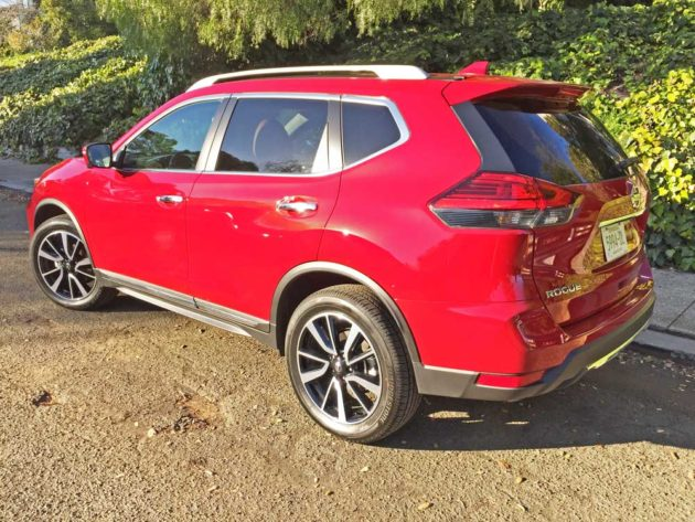 2017 nissan rogue sl awd test drive our auto expert. Black Bedroom Furniture Sets. Home Design Ideas