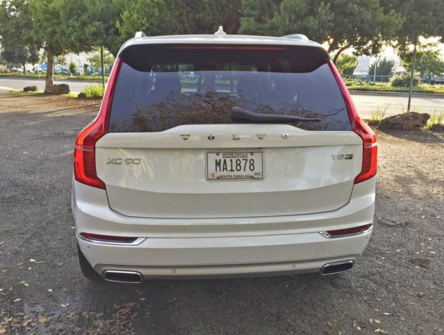 Volvo-XC90-T8-Tail