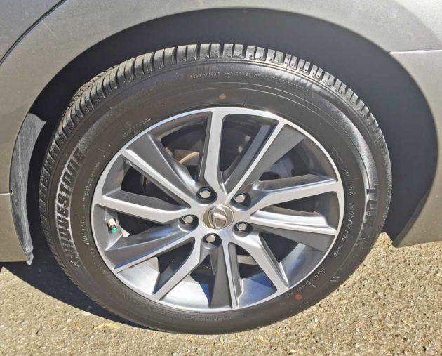 Lexus-ES-300h-Whl