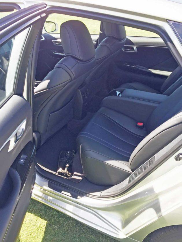 Toyota-Mirai-RInt